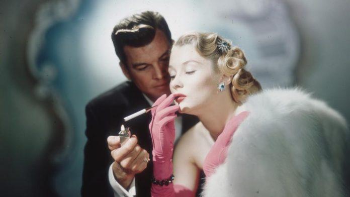 Перечислены новые запреты для курильщиков