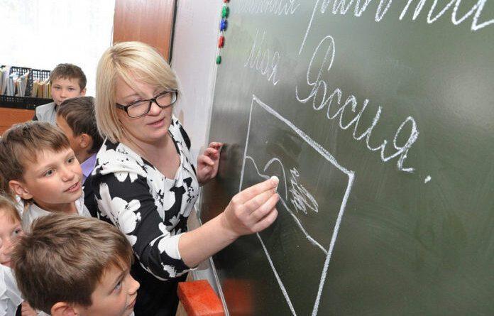 Почти 50 тысяч в среднем получают педагоги Коми