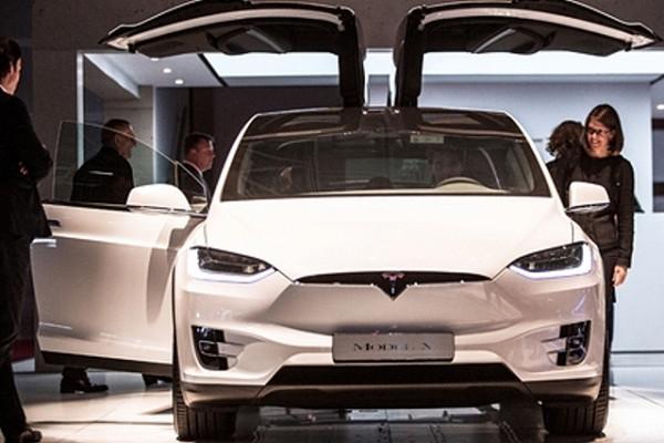 Регулятор СШАпроводит проверки из-зажалоб наотключение экрана в159тыс. машин Tesla&nbsp