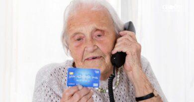Россиян предупредили об опасности хранения пенсий на банковских картах