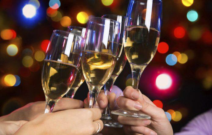Россиян призвали отказаться от шампанского в новогоднюю ночь