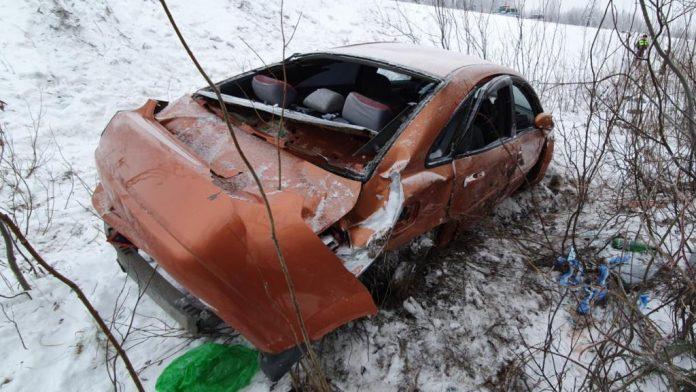 Сегодня утром на дороге Усинск – Головные сооружения перевернулся автомобиль