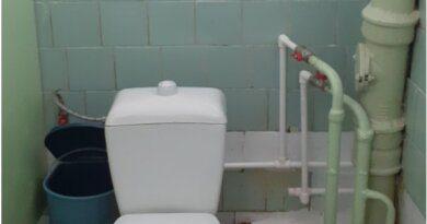 Школьная уборная из Усинска участвует в конкурсе на самый худший туалет