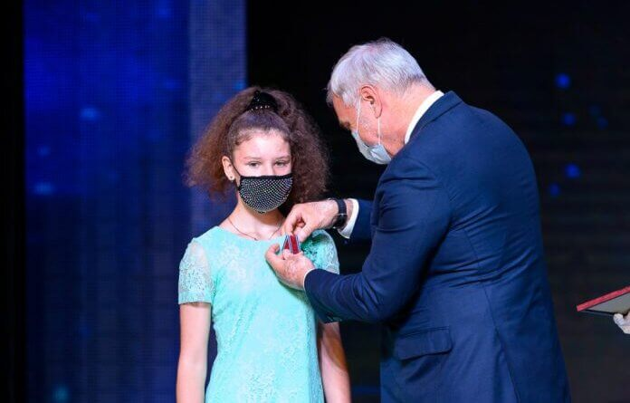 Школьнице из Усинска вручили награду от Президента России