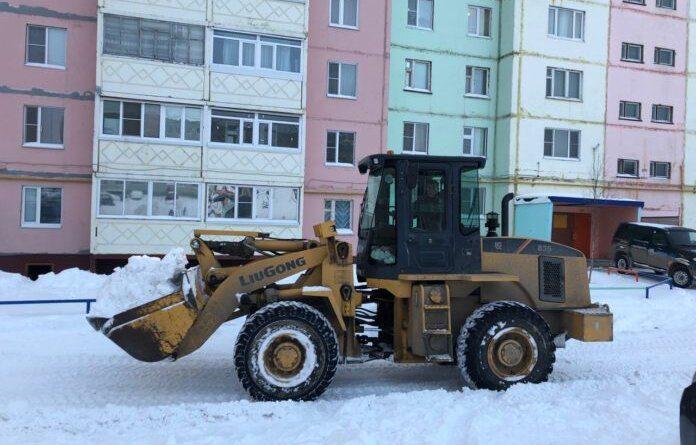 Снег продолжает засыпать Усинск