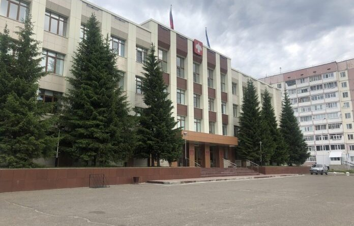 Сотрудника администрации Усинска наказали за медлительность