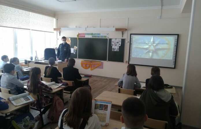 Сотрудники МЧС рассказали школьникам Усинска, как вести себя при ЧС