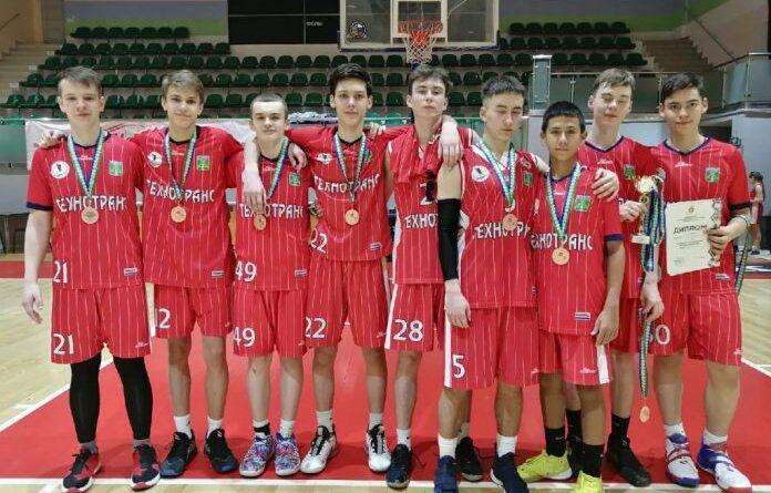 Спортсмены из Усинска привезли бронзовые медали с соревнований по баскетболу