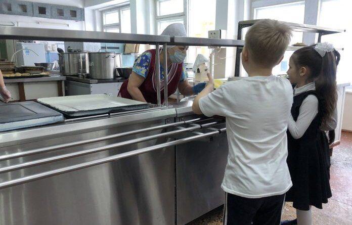 """Старшеклассники усинской школы №5 смогут питаться по системе """"шведский стол"""""""