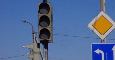 Светофор на перекрестке Промышленной и Нефтяников изменит режим работы
