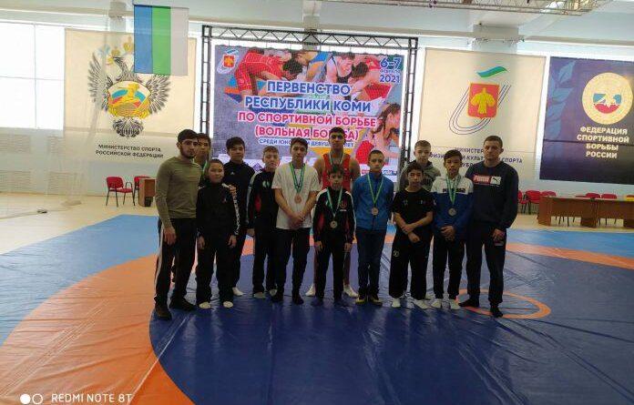 Усинские борцы привезли из столицы Коми семь наград