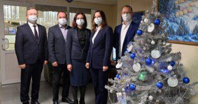 Усинские руководители исполнят новогодние желания детей из села
