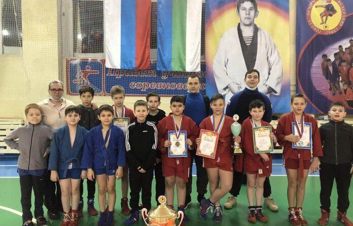 Усинские спортсмены достойно представили город на соревнованиях по самбо