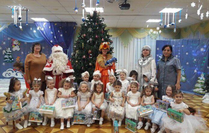 Усинские воспитатели получают новую порцию поздравлений