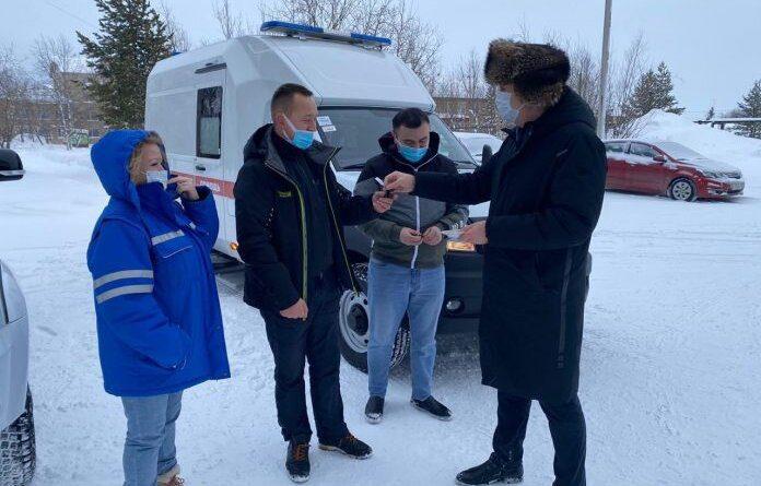 Усинской ЦРБ вручили ключи от новых авто