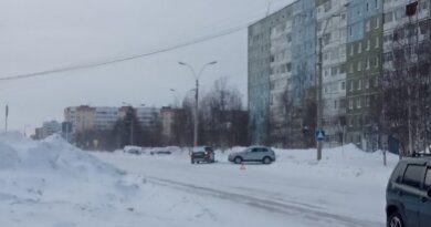 Утром два автолюбителя в Усинске не поделили выезд из двора