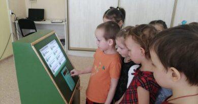 """В детском саду Усинска появился """"настоящий"""" банкомат"""