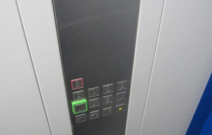 В домах на Возейской и Мира появились энергосберегающие лифты