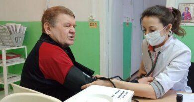 В Мутном Материке и Денисовке привили 105 человек от коронавируса