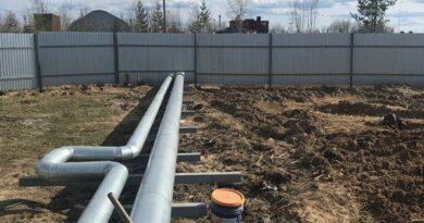В поселке Усадор продолжается строительство водозаборной скважины