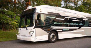 ВСШАпредставили первый автономный автобус на40человек — Рамблер/авто