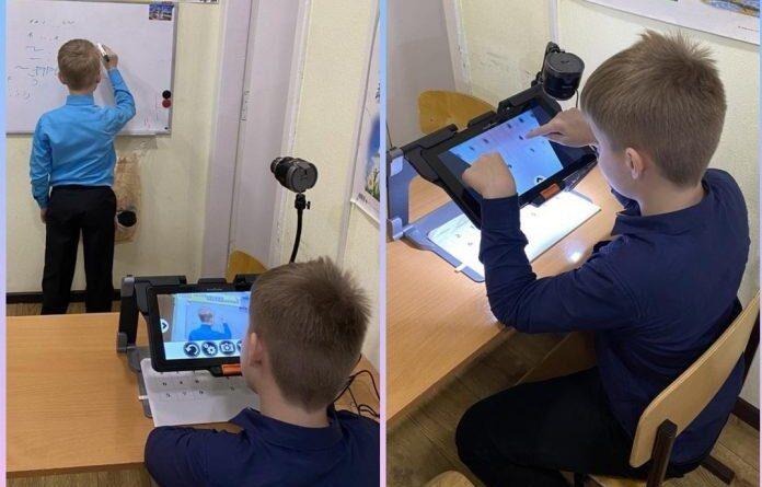 В Усинске для комфортного получения образования подарили увеличитель и планшеты