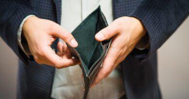 В Усинске мужчина «подарил» неизвестным 50000 рублей