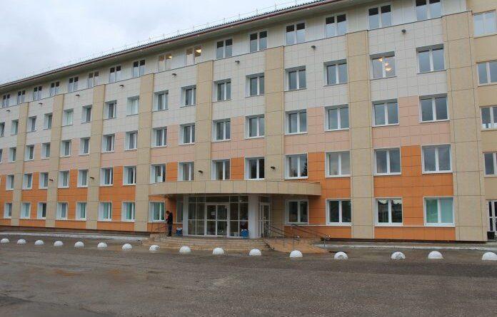 В Усинске нашли подрядчика для ремонта крыши взрослой поликлиники