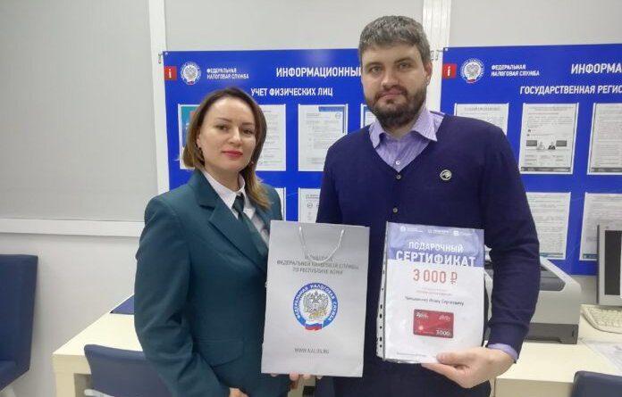 В Усинске вручили подарок победителю акции «Оплати налоги и выиграй приз»