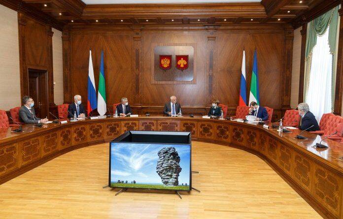 Владимир Уйба провёл рабочее совещание по вопросу ликвидации последствий нефтеразлива на реке Колва
