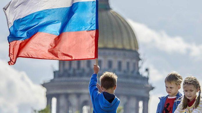 Законы октября затронут детские выплаты, инвалидов и работодателей