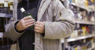 Житель Усинска незаконно промышлял продажей алкоголя в местном торговом павильоне