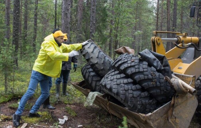 Жителей Усинска призывают очистить берега рек от мусора