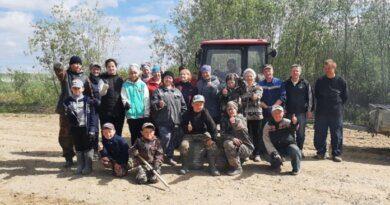 Жители села Усть-Лажа вышли на субботник с радостью
